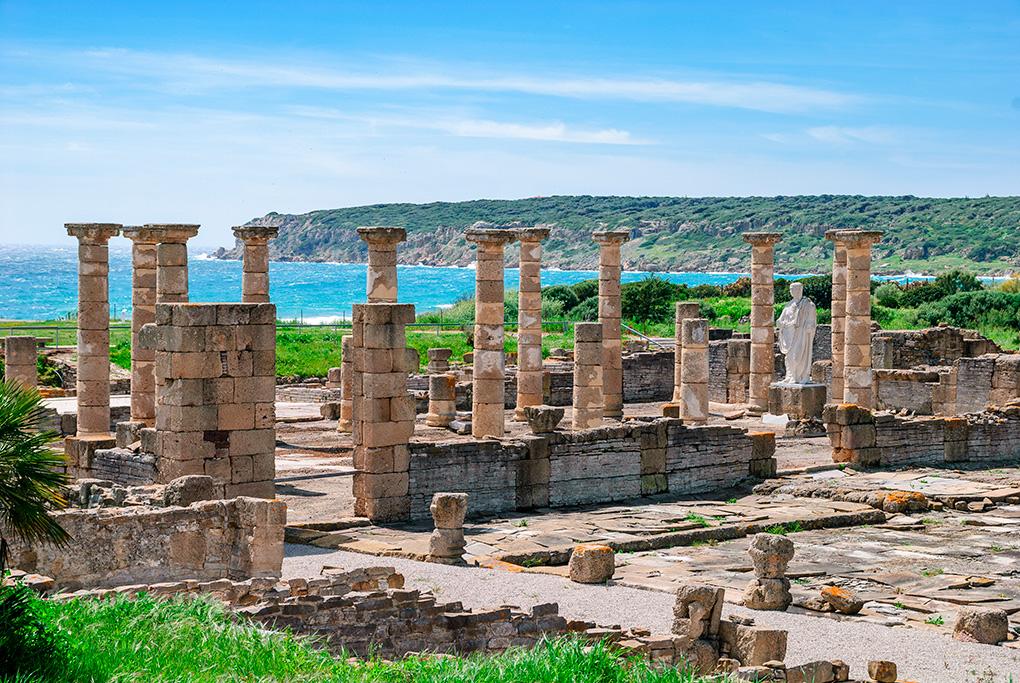 Un gran ejemplo de urbanismo romano con unas impresionantes vistas del océano.