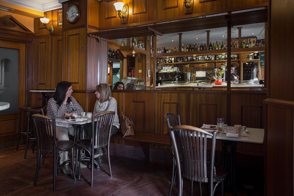 El bar se encuentra cerca de la catedral Santa María del Prado.
