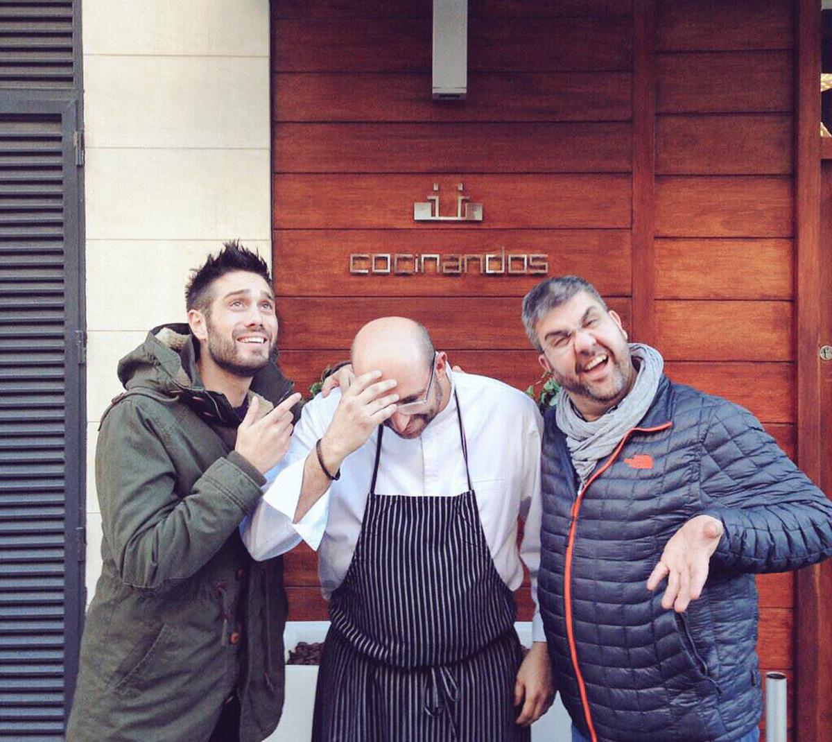 Dani Martínez con Florentino Fernández y el chef de 'Cocinandos',  Juanjo Pérez. Foto: Cedida por Dani Martínez