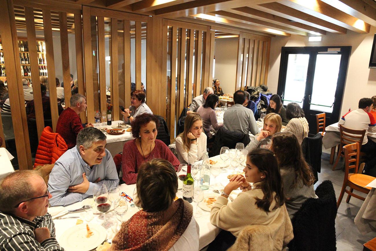 El comedor ha sido renovado hace poco tiempo y tiene capacidad para 80 personas.