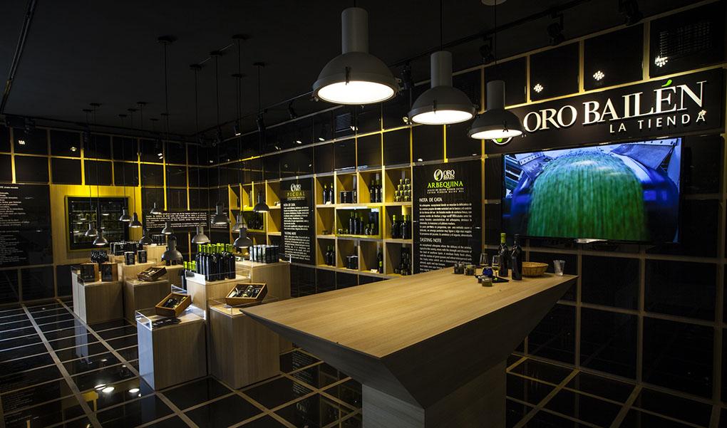 La tienda es una de las piezas clave de la almazara de Oro de Bailén. Foto cedida.