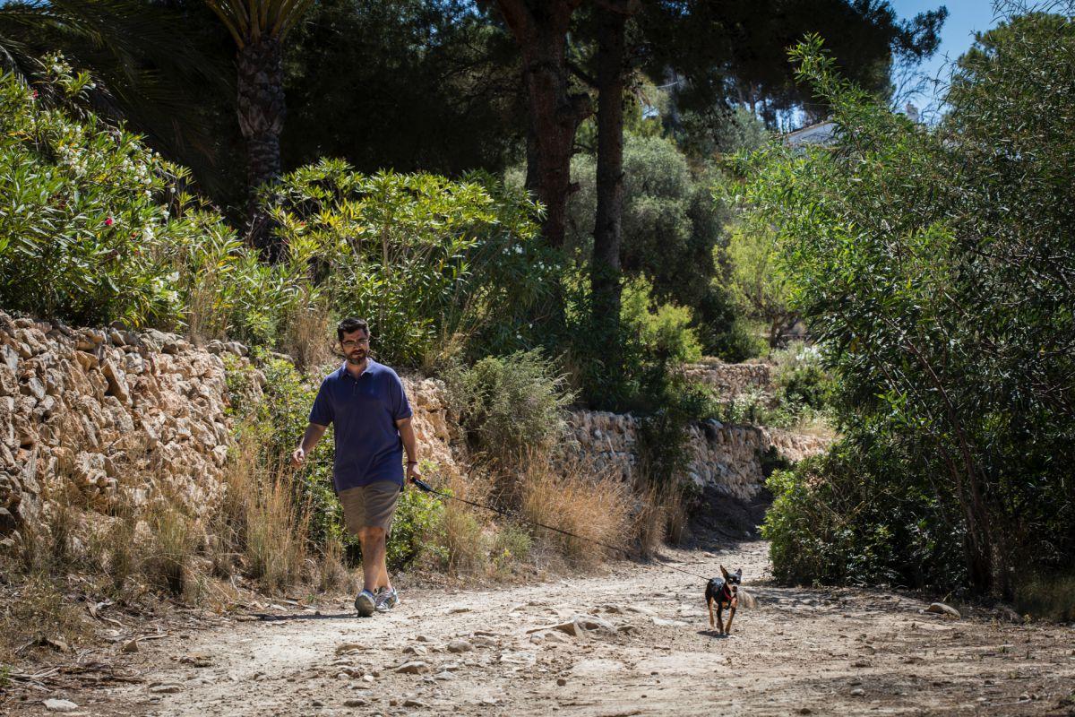 Por el camino ecológico de Calpe a Benissa, paseando con el perro.