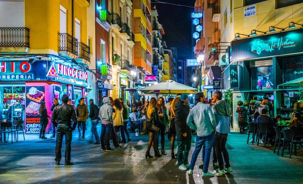 El tardeo se inventó en Alicante. Foto: Pavel Dudek (Shutterstock).