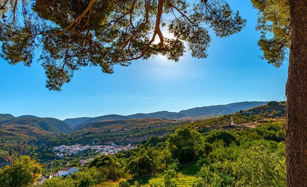 Albuñuelas, uno de los pueblecitos que forman el Valle de Lecrín. Foto: Shutterstock