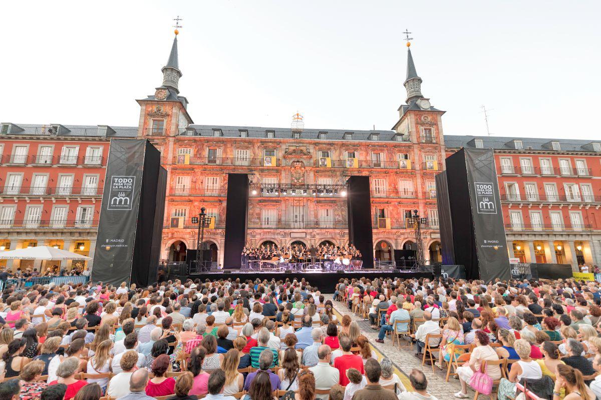 Un momento de la actuación del Coro Nacional de España en la Plaza Mayor. Foto: Veranos de la Villa.