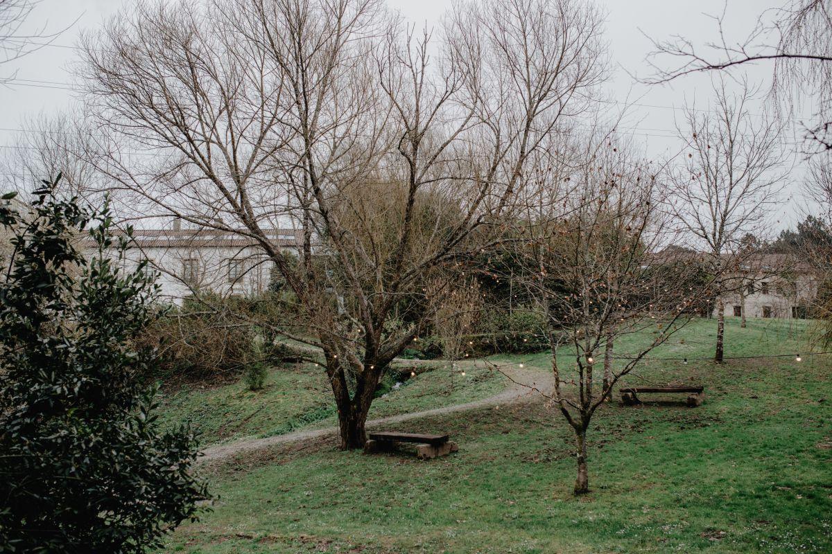 Alrededor del hotel hay una hectárea de campo y bosque para descubrir.