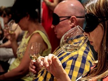 Catas de vino socráticas en Chamberí