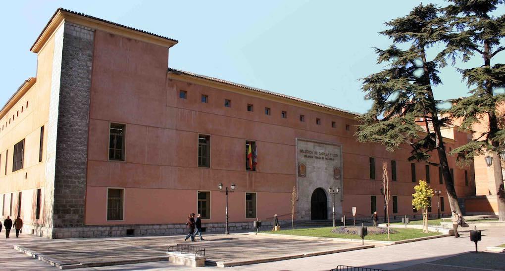 Antigua residencia real, hoy biblioteca. Foto: Biblioteca Pública de Castilla y León.