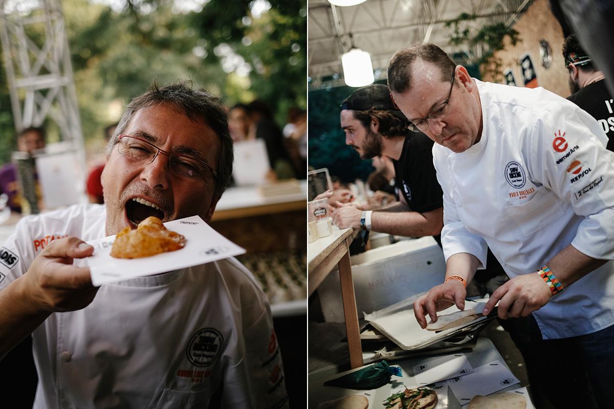 Andoni con su tapa de cordero y Pablo González, de 'Cabaña Buenavista', trabajando su mollete.