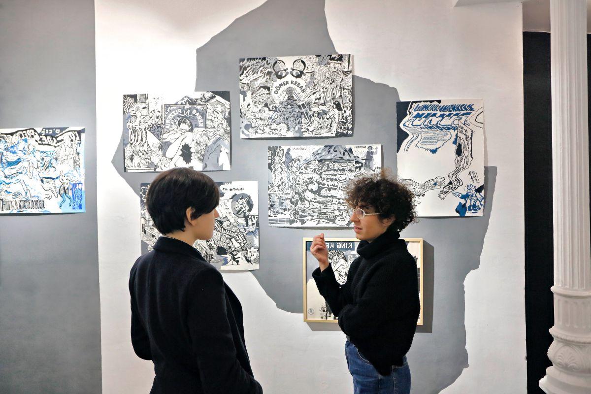 De la colaboración y la convivencia con sus artistas nacen las exposiciones de esta galería.