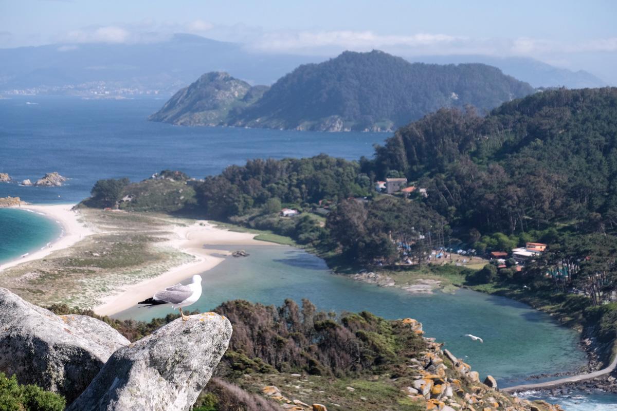 Desde el Mirador el Sillón de la Reina, al fondo el fino puente y la playa que separan dos de las islas.