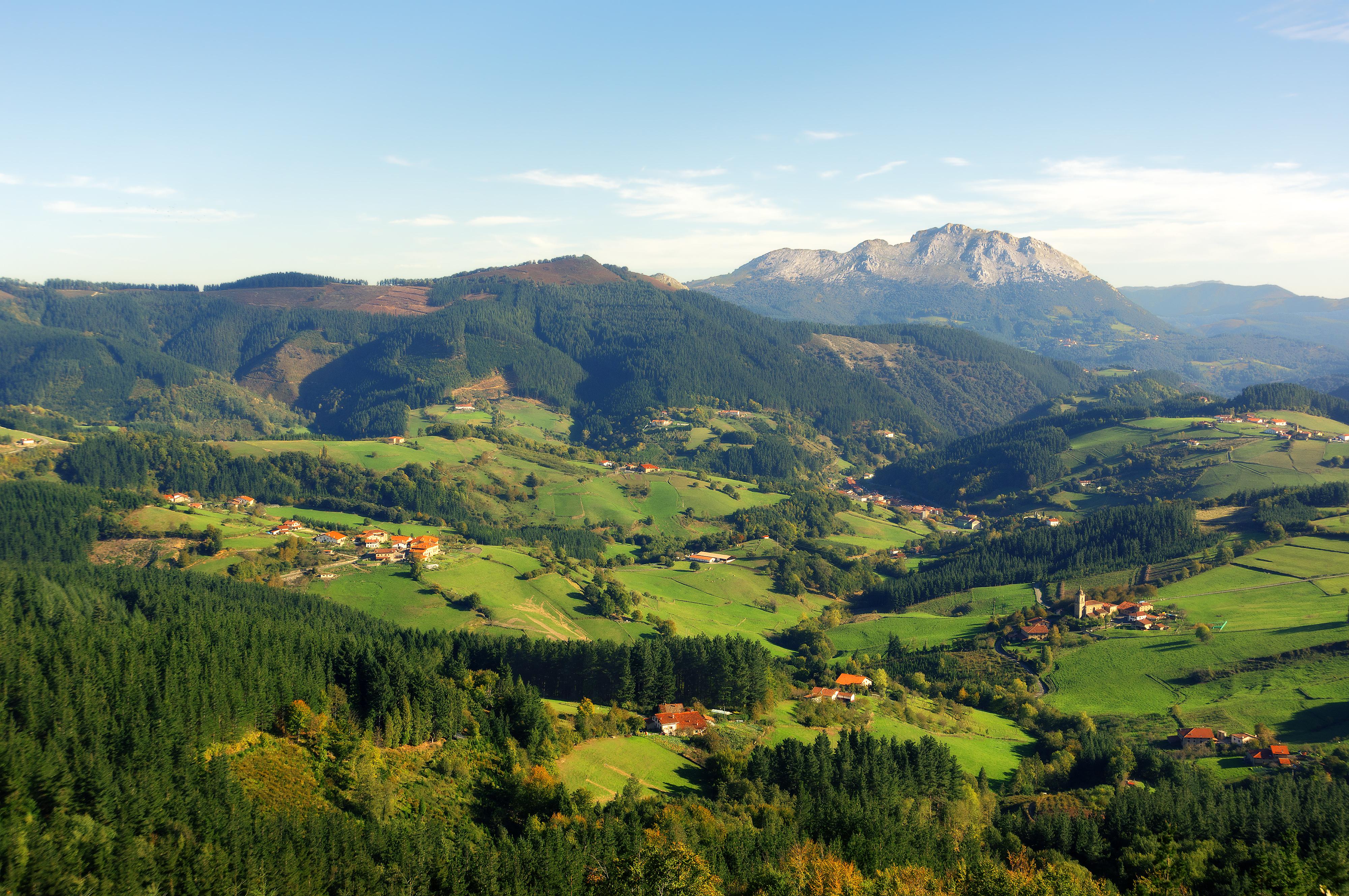 Valle de AramaioEl parque de Urkiola, bautizado por Alfonso XIII como 'la pequeña Suiza'. Foto: shutterstock.com