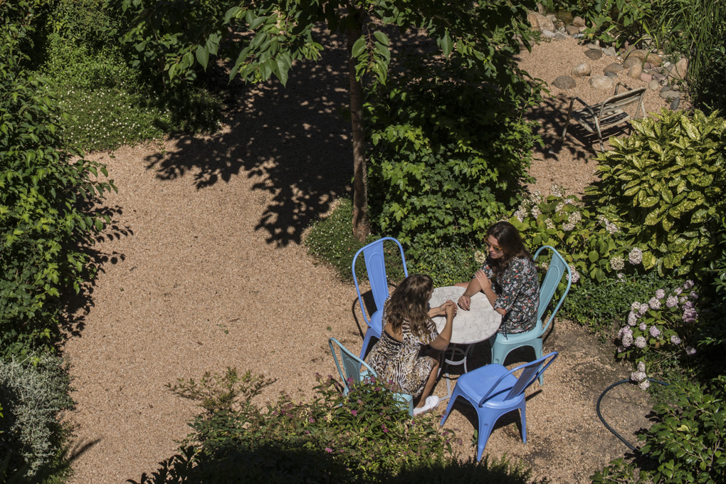 Uno de los rincones escondidos para preservar la intimidad de los clientes también en el jardín