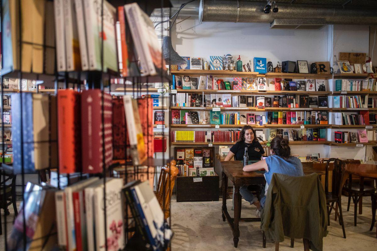 Cerveza, comida, libros... ¿Se te ocurre un lugar mejor para quedar?