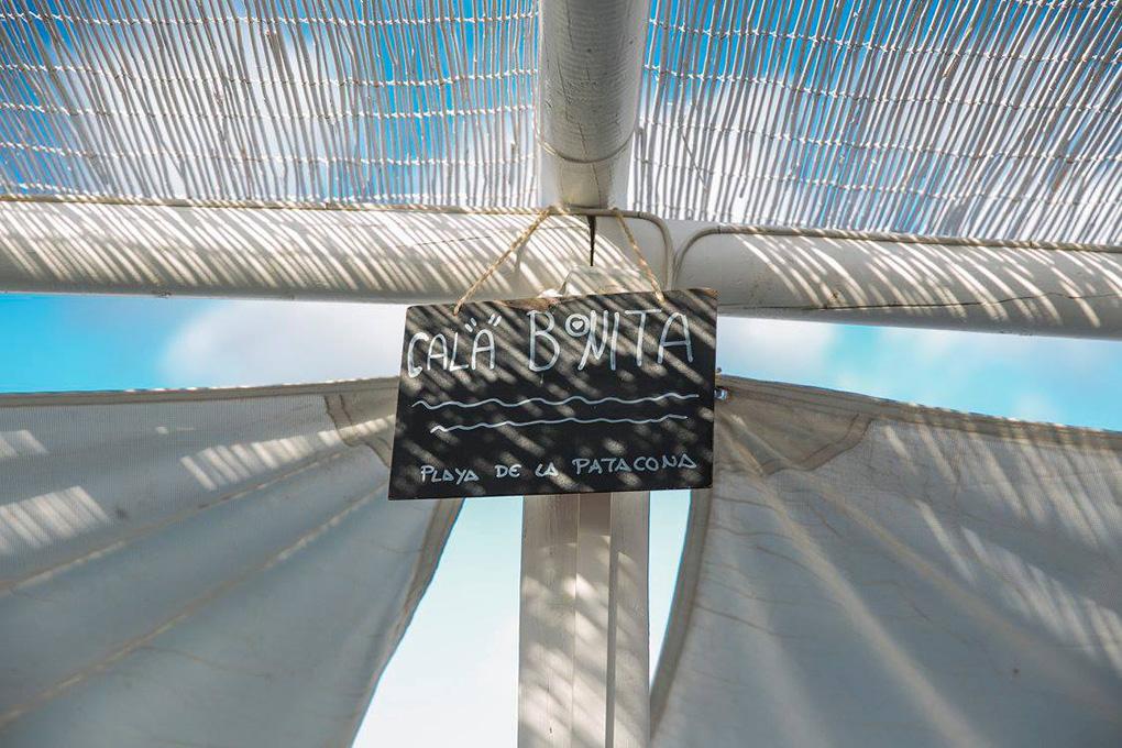 El chiringuito está ubicado en la playa de la Patacona, en Valencia. Foto: Facebook 'La más bonita'.
