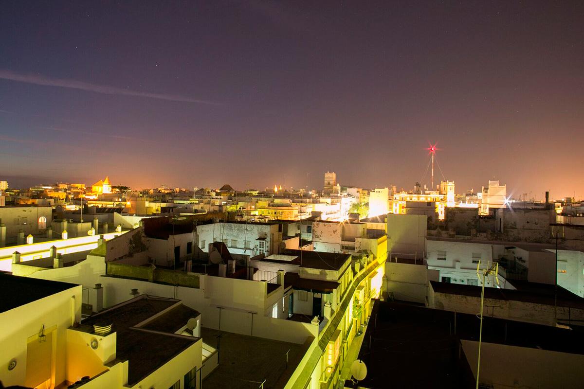 El ático del Puerto: Vista panorámica de Cádiz desde la azotea del ático del Puerto. Foto: Juan Carlos Toro