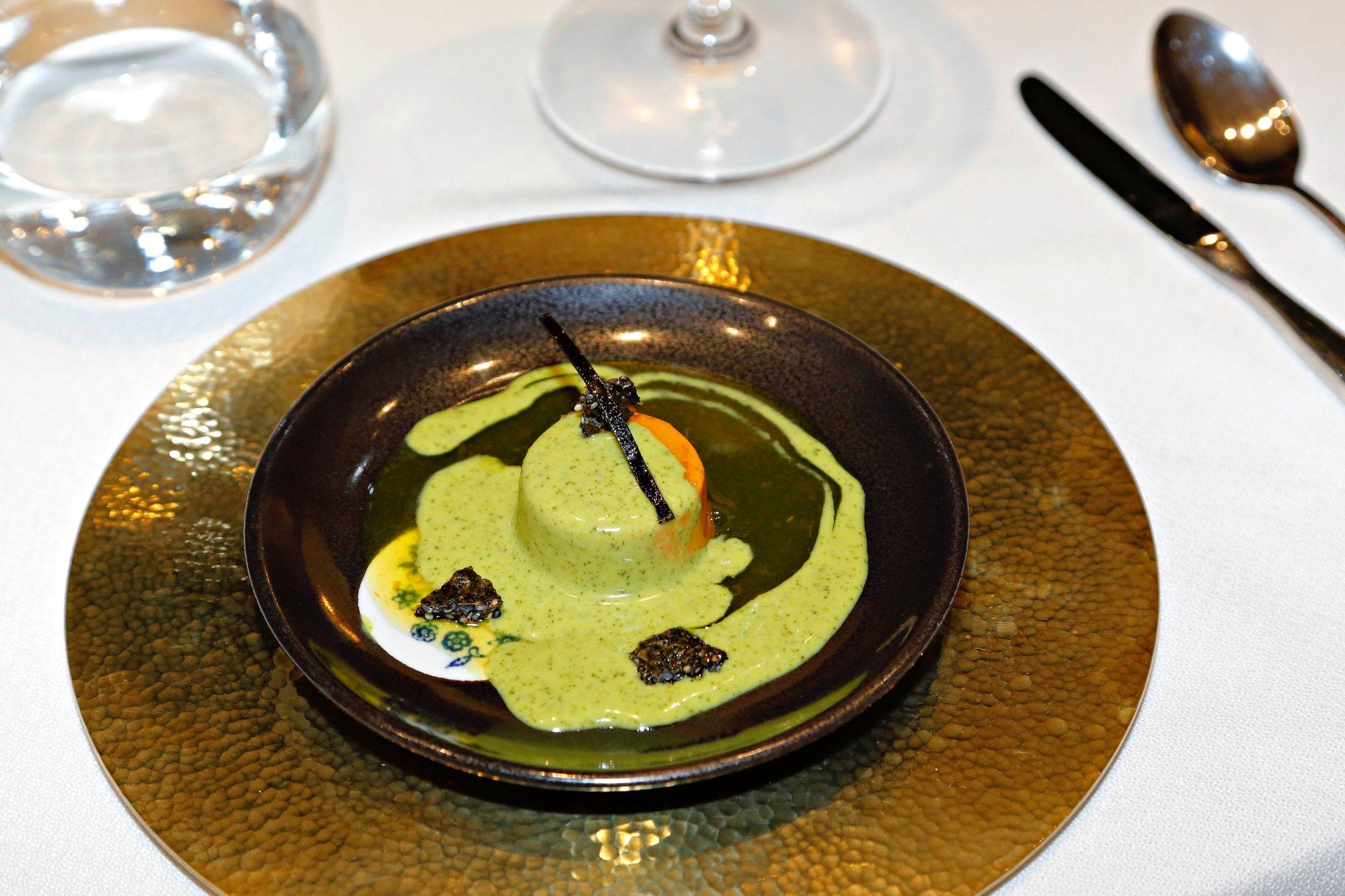 'Foie' de mar con golosina de 'kombu' y crema de 'wasabi' elaborado con hígado de rape.