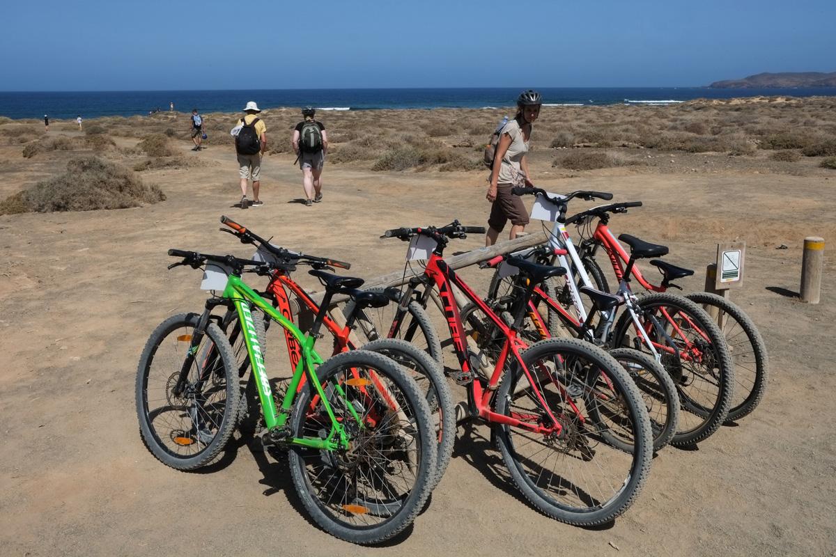 La bicicleta es una de las mejores opciones para recorrer la isla.