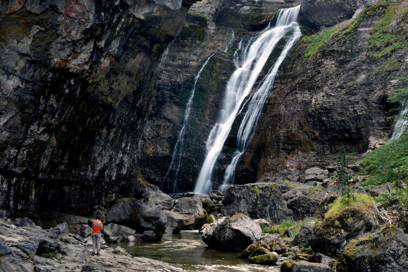 Las espectaculares cascadas que discurren por el fondo del profundo cañón de Ordesa. Foto: Alfredo Merino.