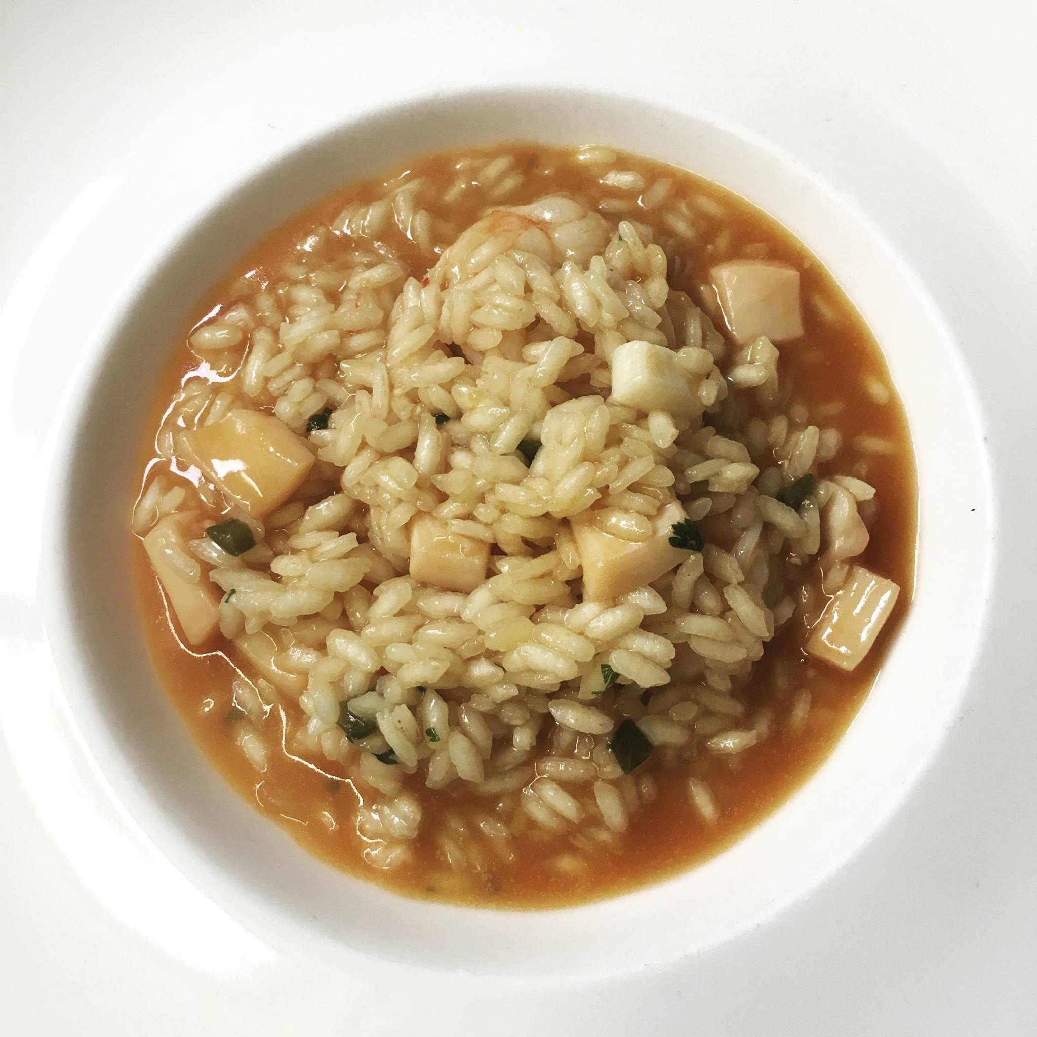 Si te apetece un plato con sabor a mar, no dudes en probar este arroz con calamares y camarones. Foto: Facebook