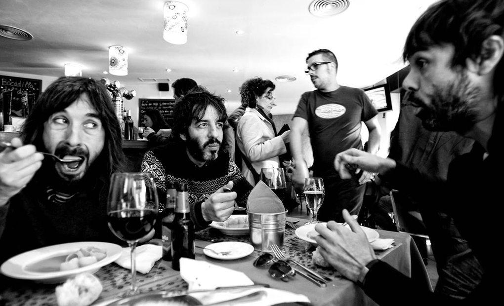 Los tres integrantes de Sidonie comiendo. Foto: Facebook.