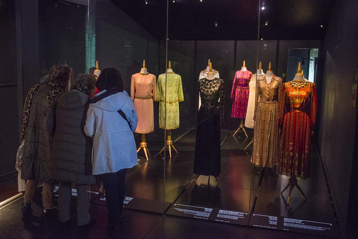 Trajes de Elsa Schiaparelli en el Museo de Gala. La modista y Dalí colaboraron tiempo.
