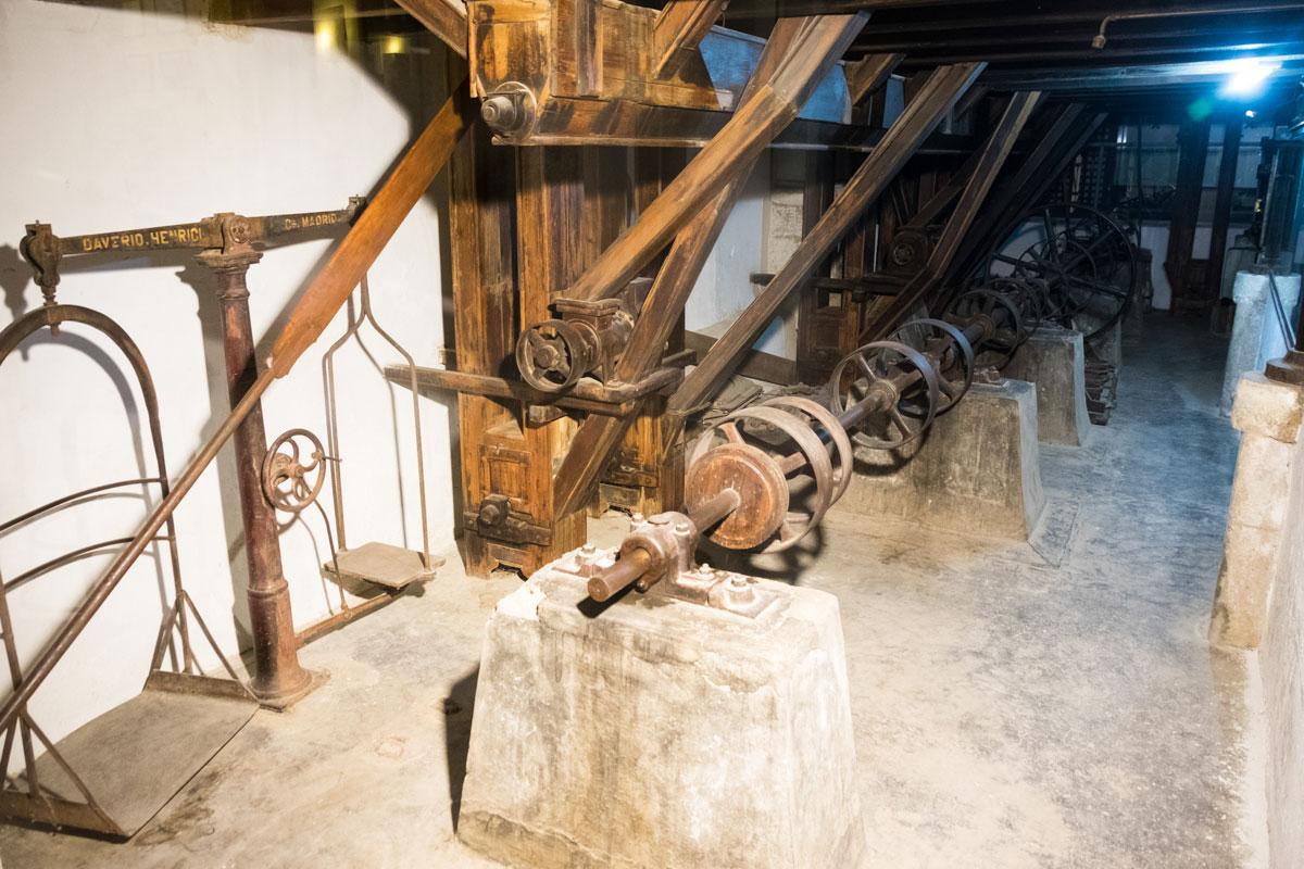 Maquinaría de 1946, cuando el edificio se convirtió en la Electro-Harinera de Alcántara.