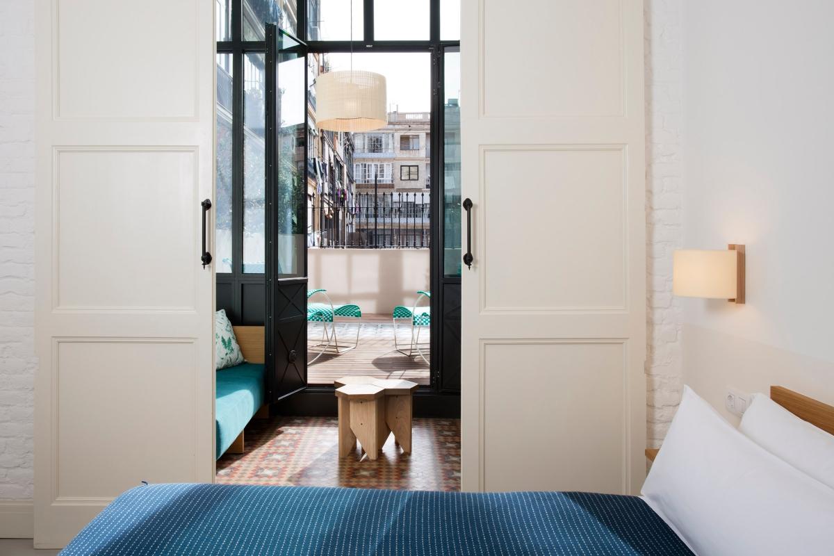 El dormitorio, sobrio y elegante. Foto: Casa Bonay. Metrixell Arjalaguer.
