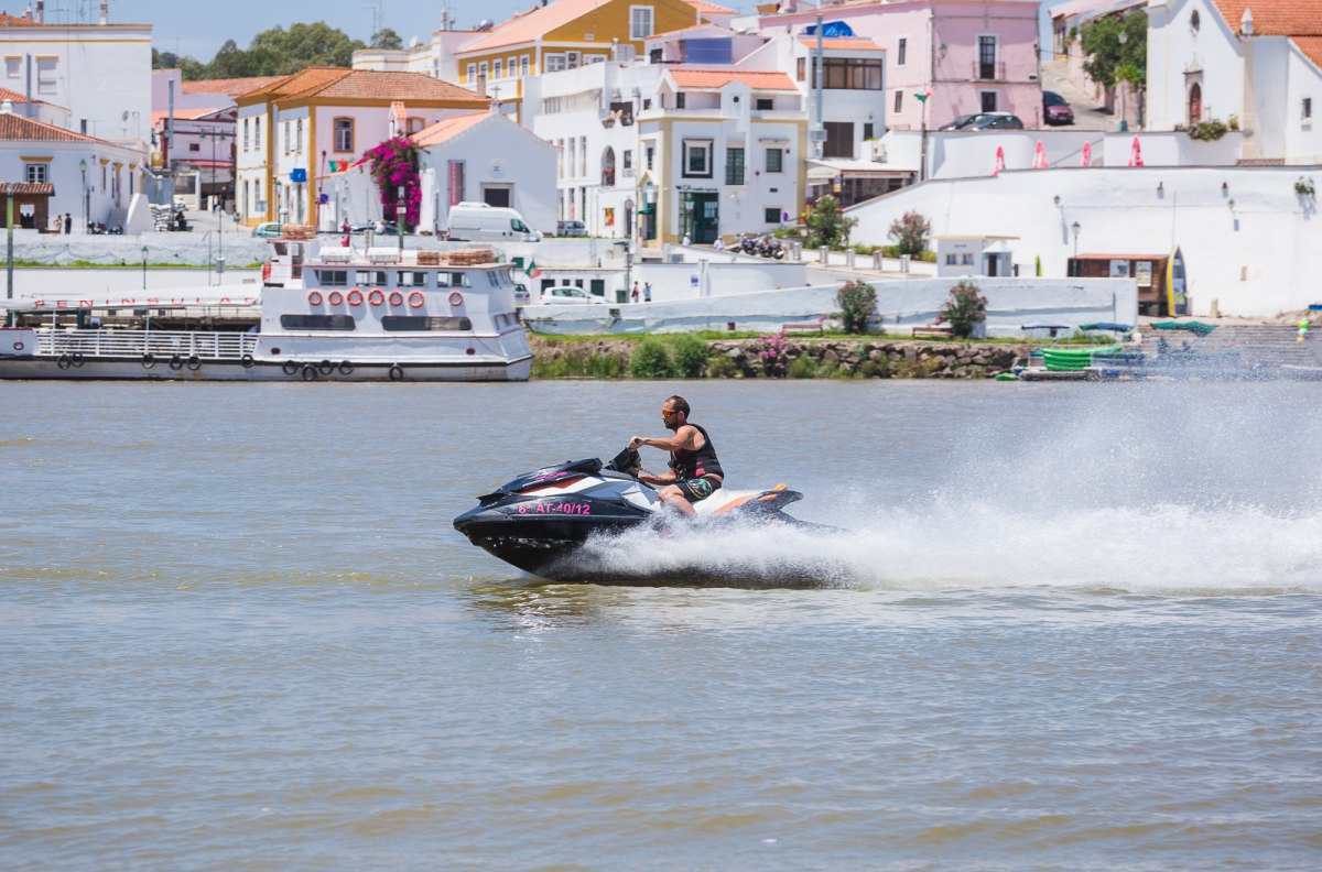 La moto acuática te permite recorrer buena parte del Guadiana a toda velocidad.