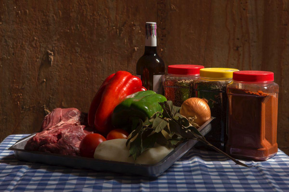 Ingredientes del cocido de vaca de la festividad del Santo Voto, en Puertollano, Ciudad Real.