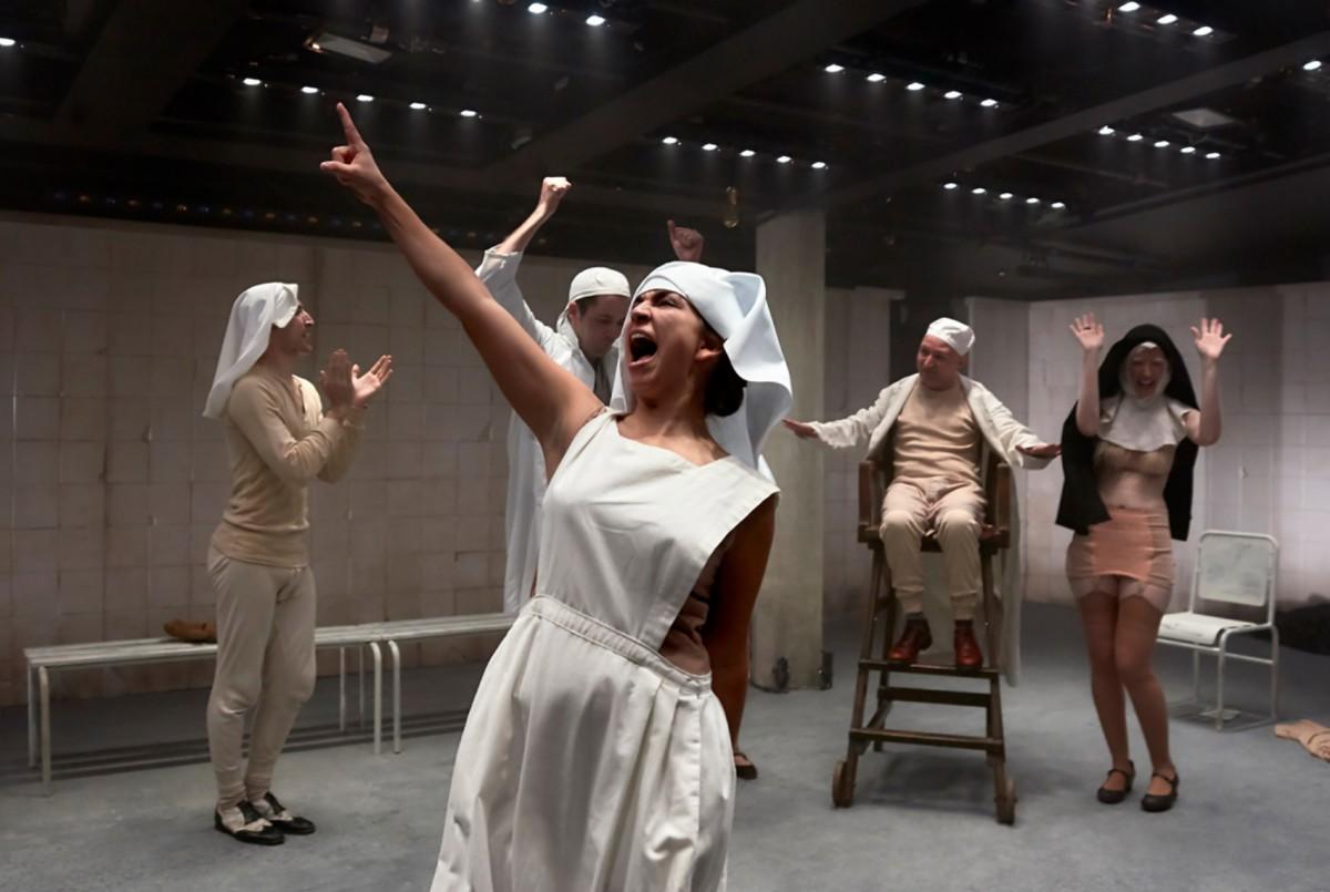 'Cáscaras vacías', de Magda Labarga y Laila Ripoll. Foto: Zona Teatro.