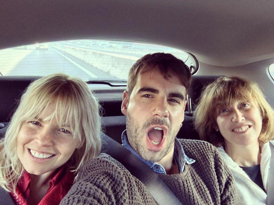 En dirección a Ávila para la representación de la obra 'El príncipe y la corista'. Foto: Instagram.