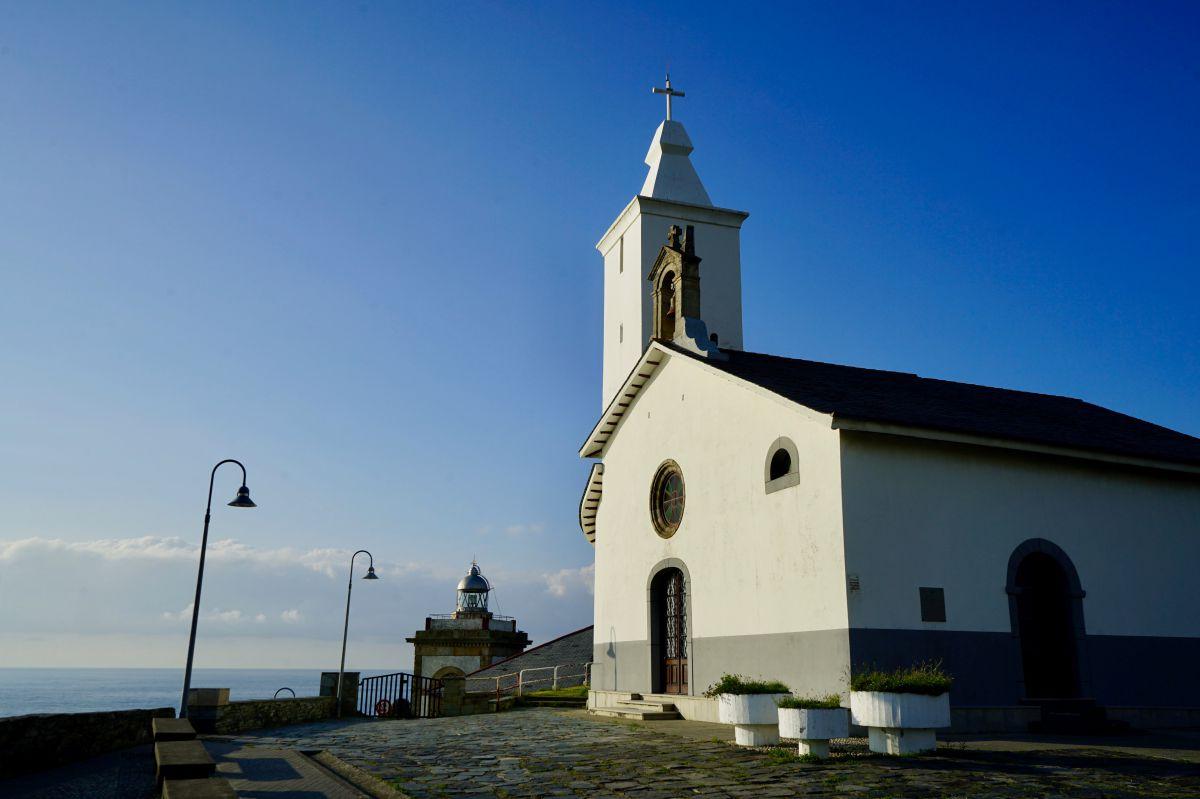 Capilla de la Atalaya, en Luarca (Asturias).
