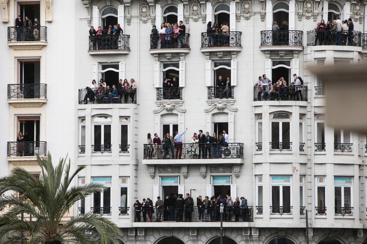 Son muchos los valencianos que en estas fiestas alquilan balcones privados.