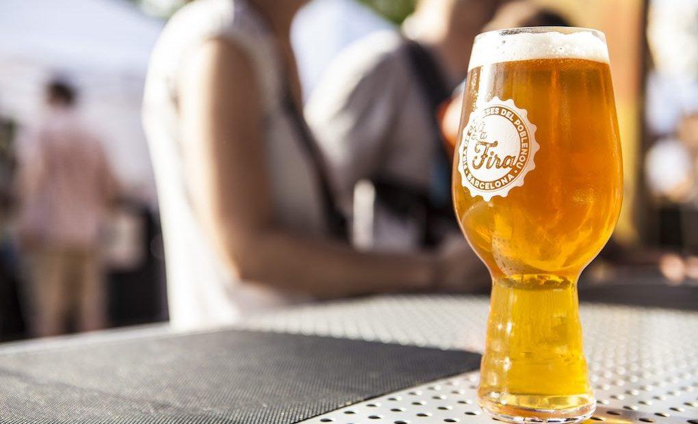 ¿Probamos otra? Foto: Fira de cerveses artesanes del Poblenou.