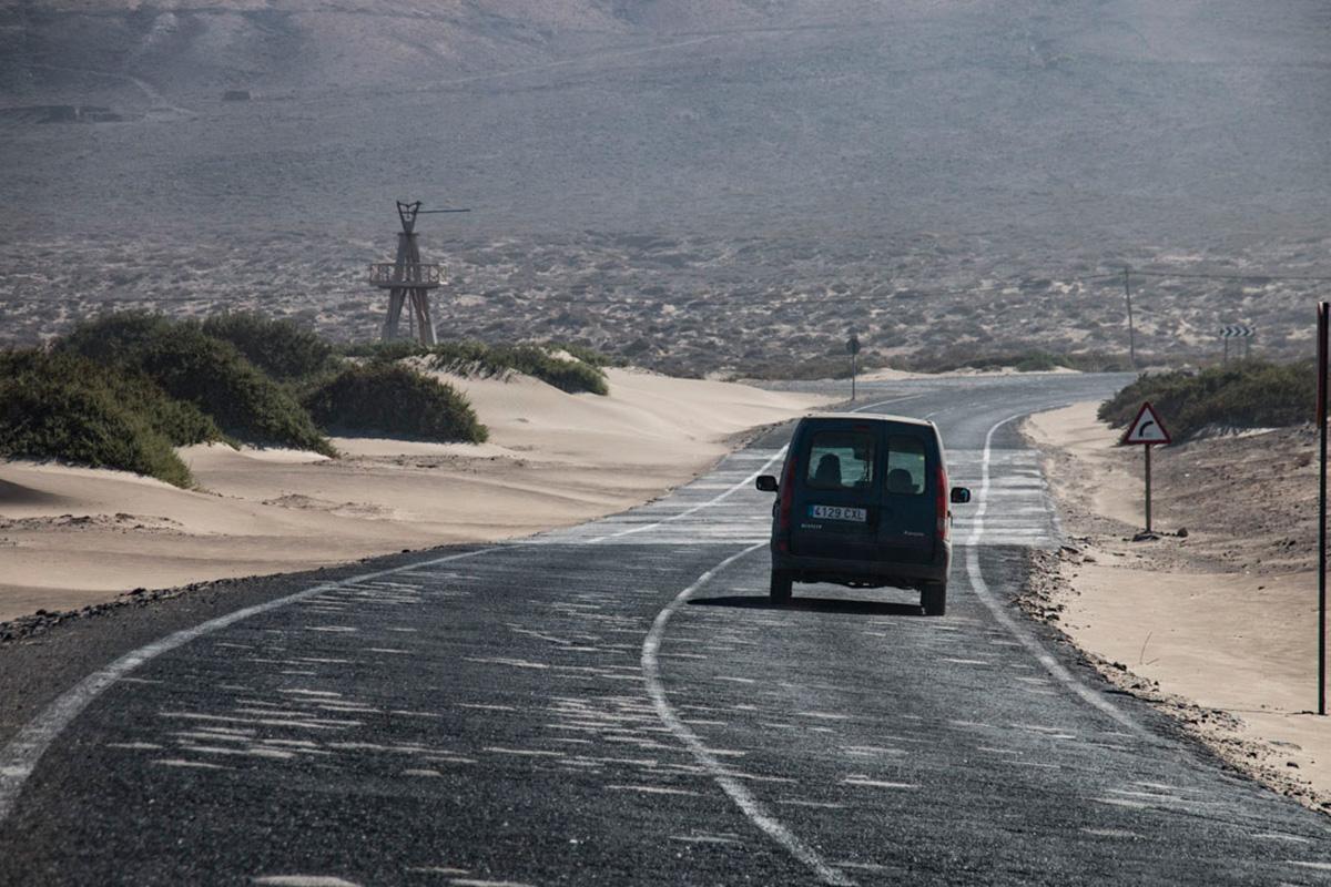 Carretera para llegar o salir, según se mire, de Famara.
