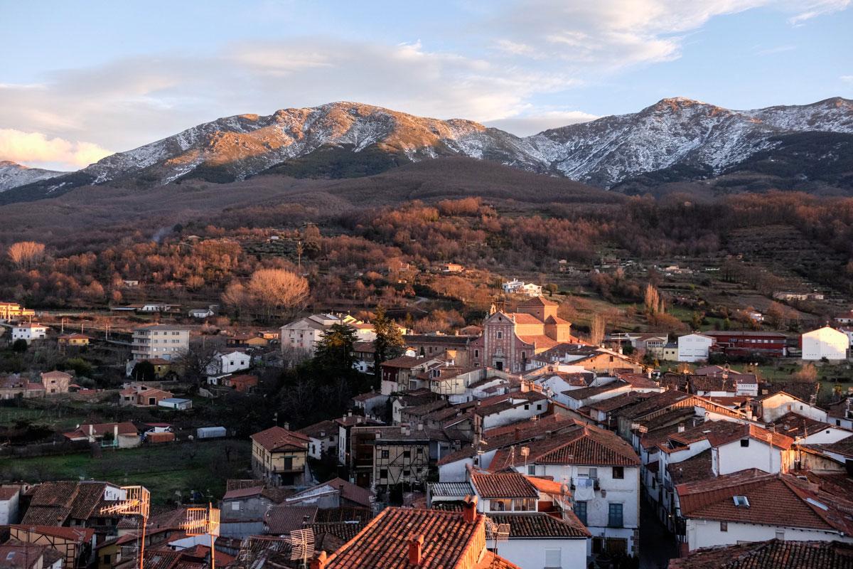 El pueblo visto al atardecer desde la torre de la iglesia Santa María de las Aguas Vivas.