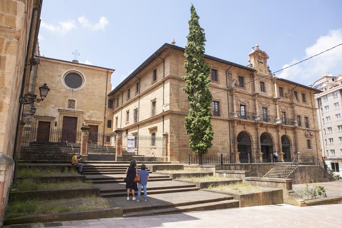 Monasterio de San Pelayo, de las monjas benedictinas, la orden de Feijóo.