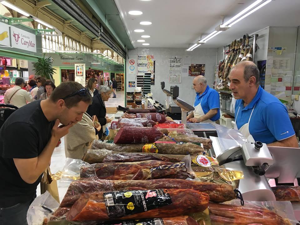 Una de las tiendas del Mercado El Fontán, en Oviedo. Foto: Facebook Mercado El Fontán.