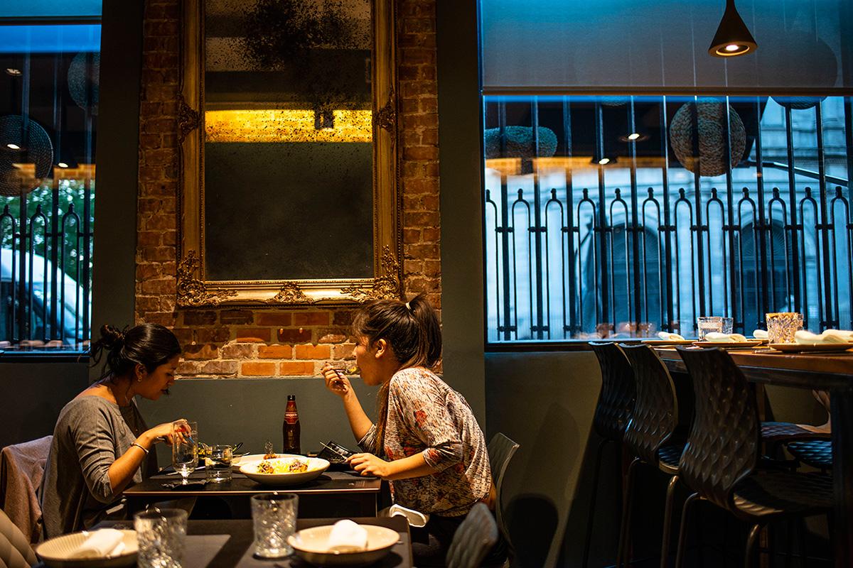 El ambiente del restaurante es joven y cosmopolita.