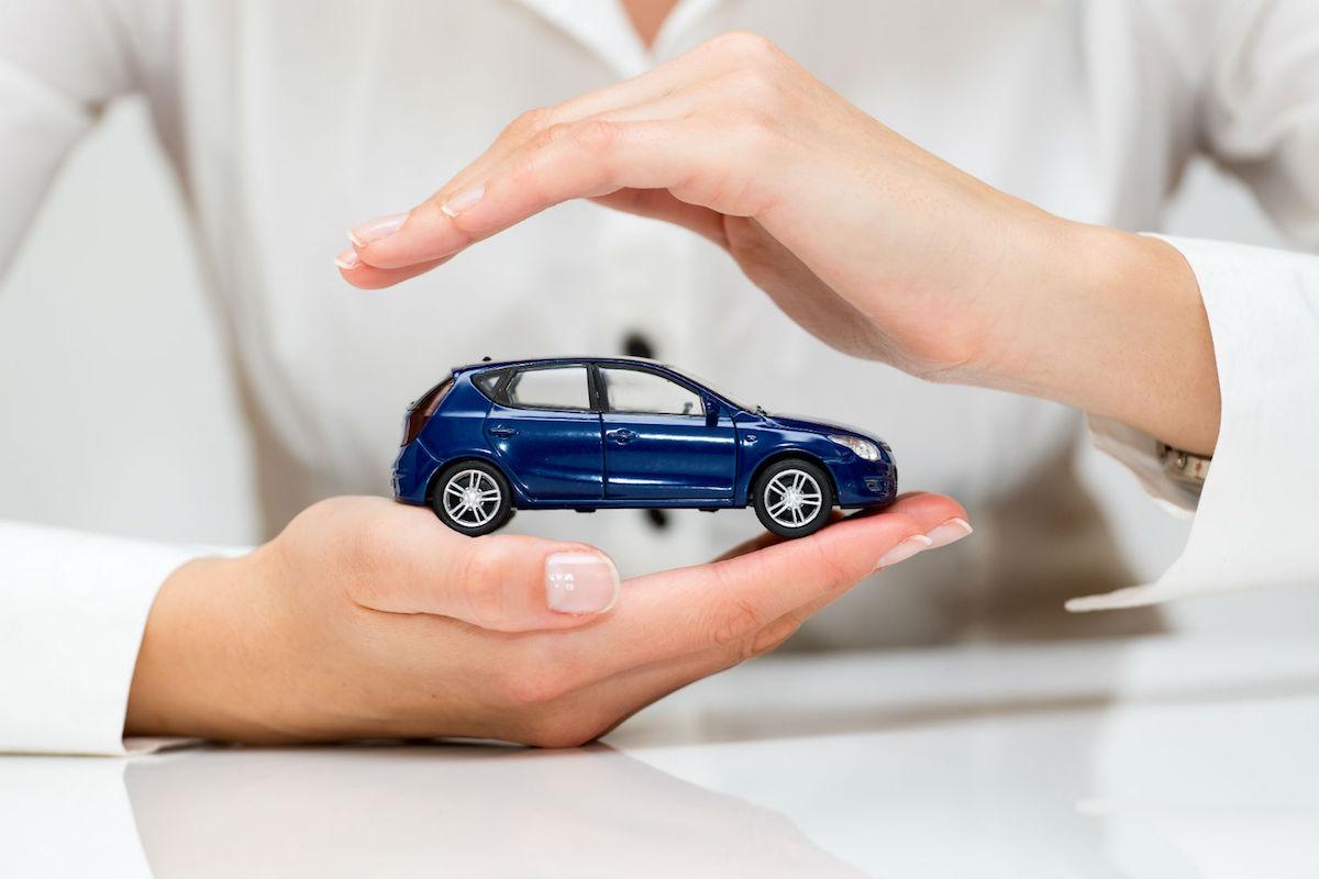 El seguro cubre tanto al vehículo como a sus ocupantes.