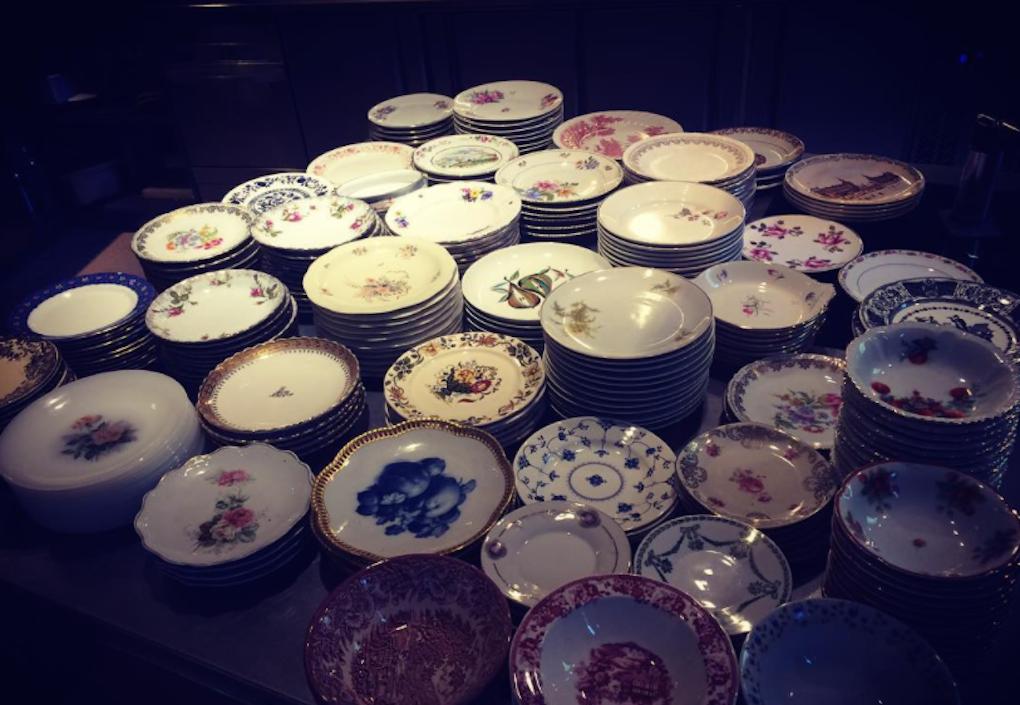 La vajilla 'vintage' del restaurante de Albert Raurich. Foto: Instagram.