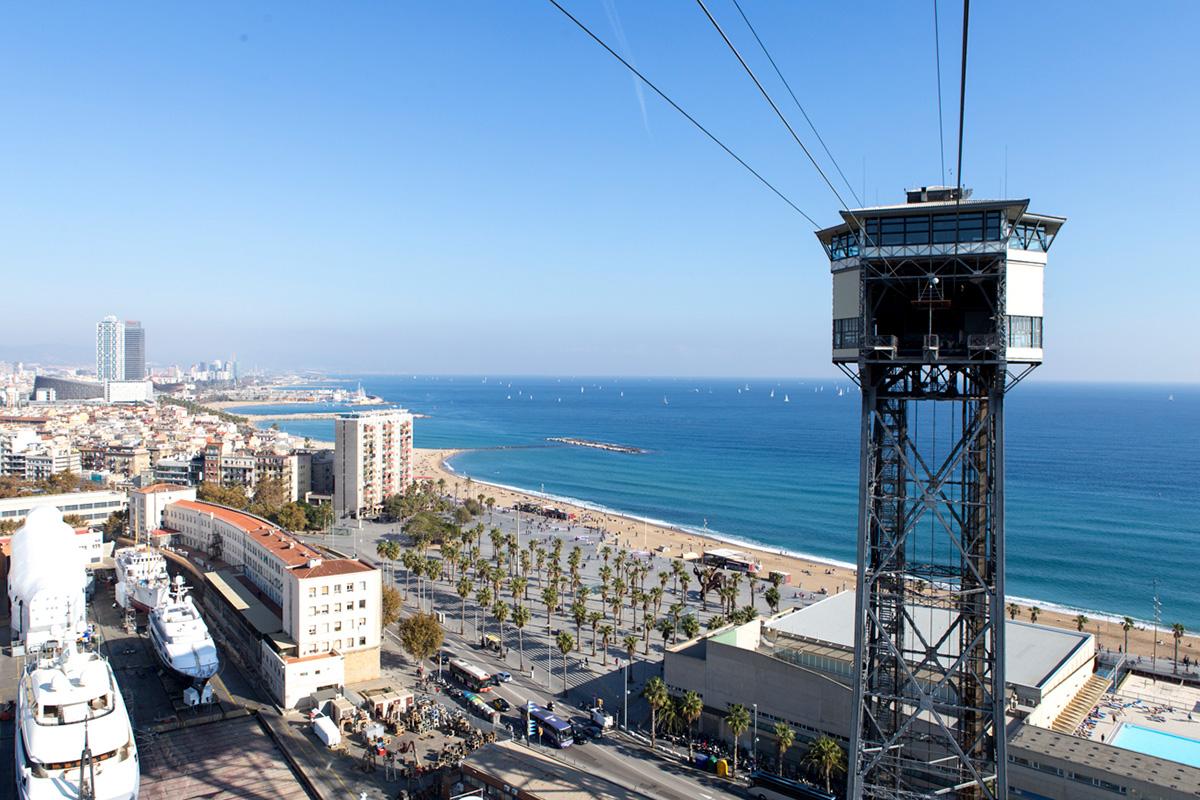 La Torre de San Sebastián en la Barceloneta.