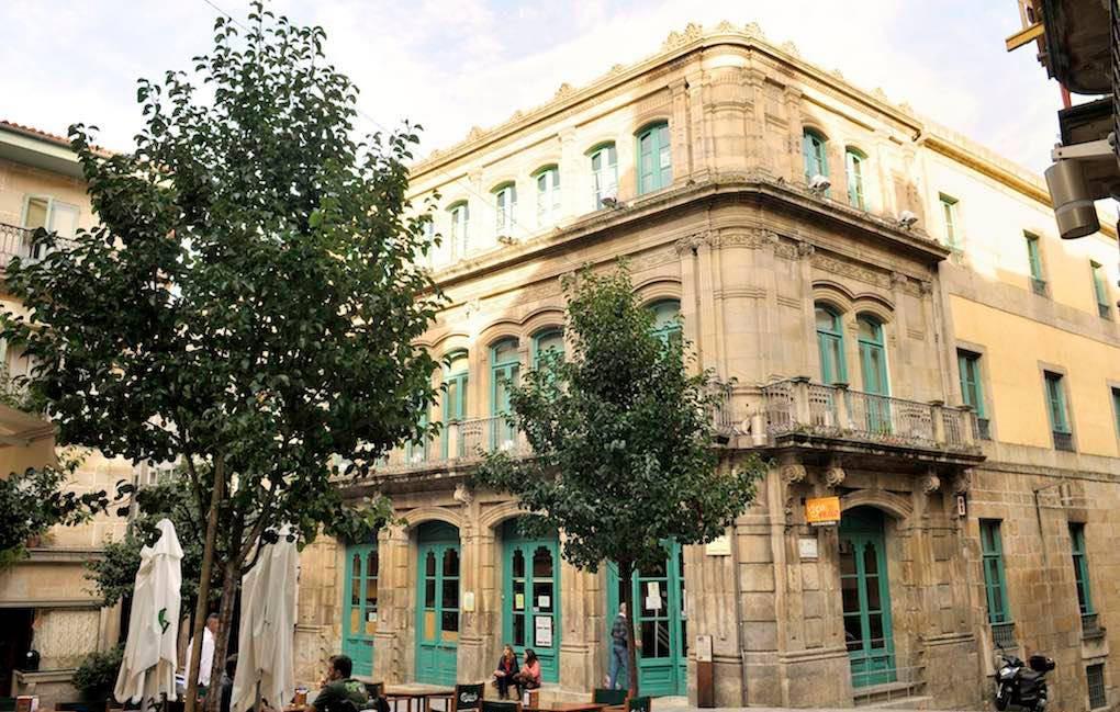Exterior de la Biblioteca Juan Compañel. Foto: Olalla Lojo.