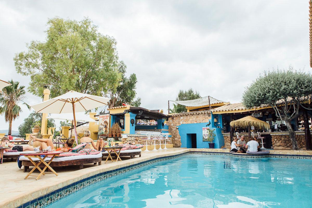 La piscina y Pool Bar del hotel.
