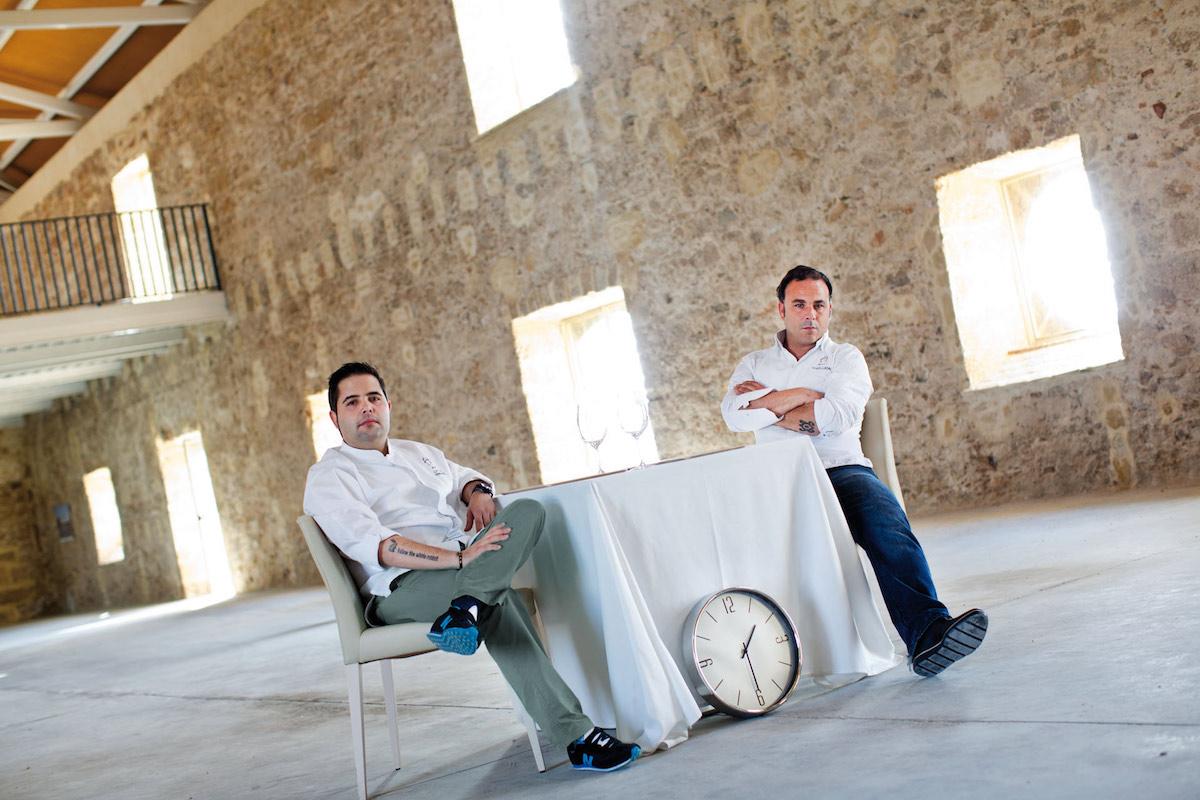 Ángel León y Juanlu Fernández en la nueva ubicación de Aponiente. Foto: Mikel Ponce. Apicius.