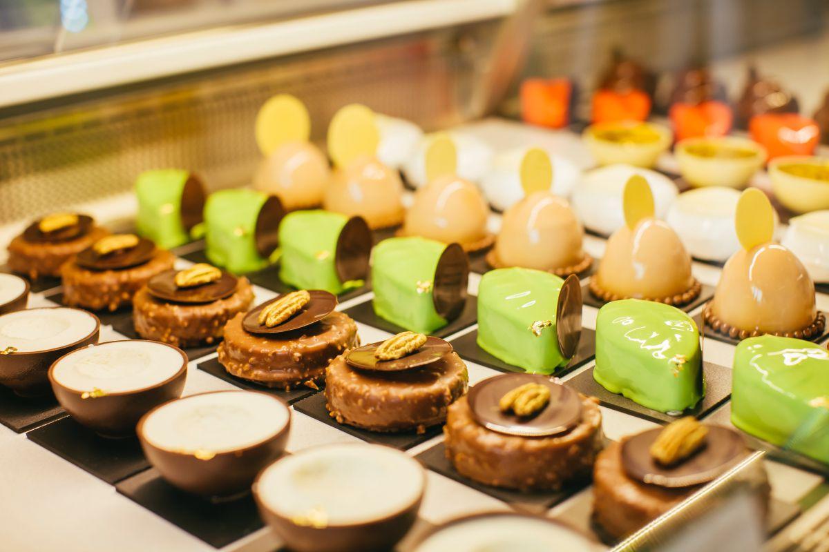 Su pastelería creativa combina, a menudo, fruta y chocolate.