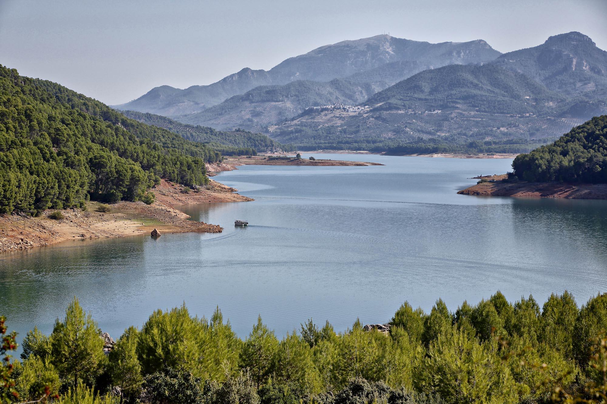 El embalse de El Tranco de Beas es uno de los más grandes de España.