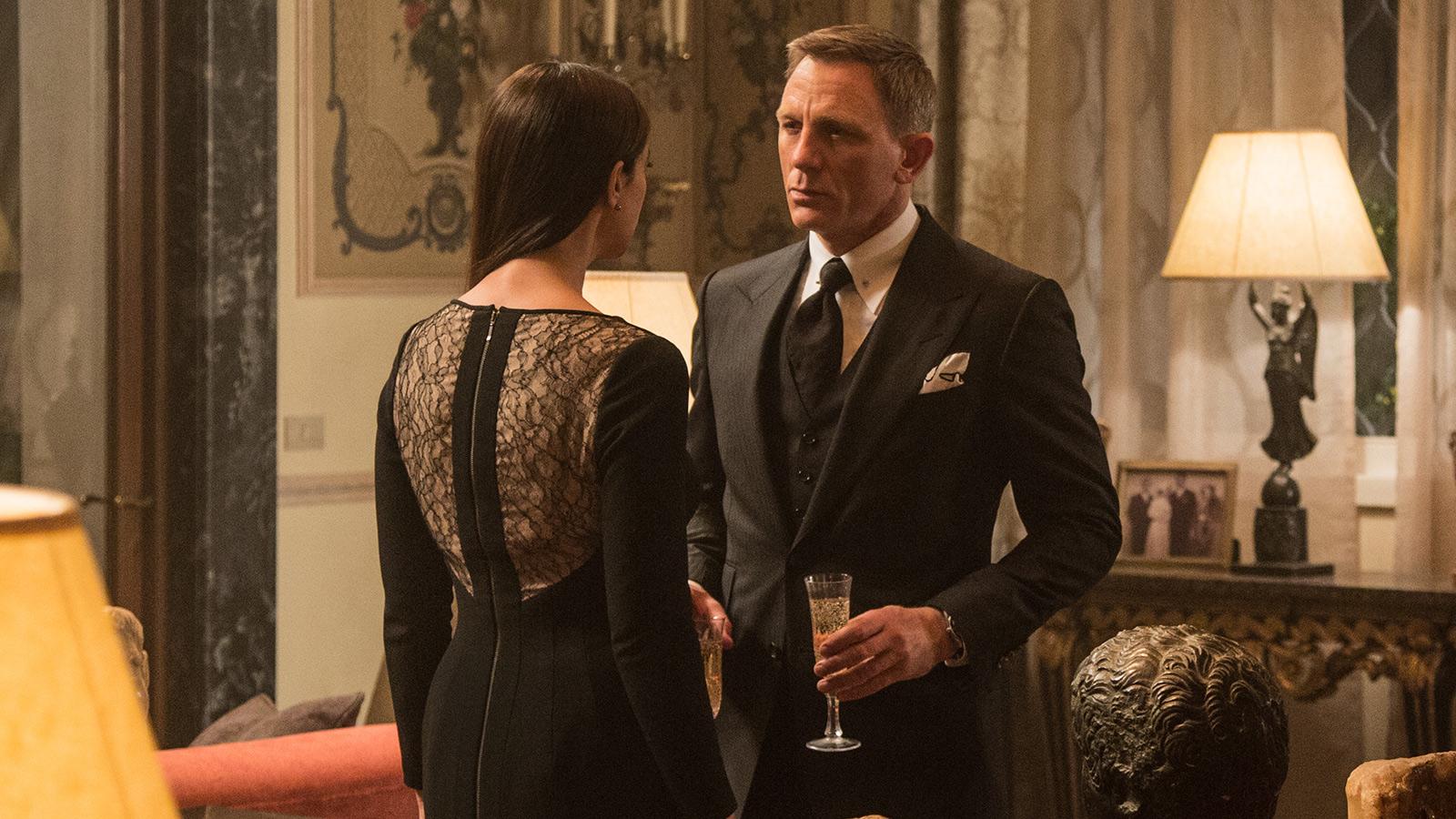 El champagne, otro must en las películas del espía 007, en este caso Daniel Craig.