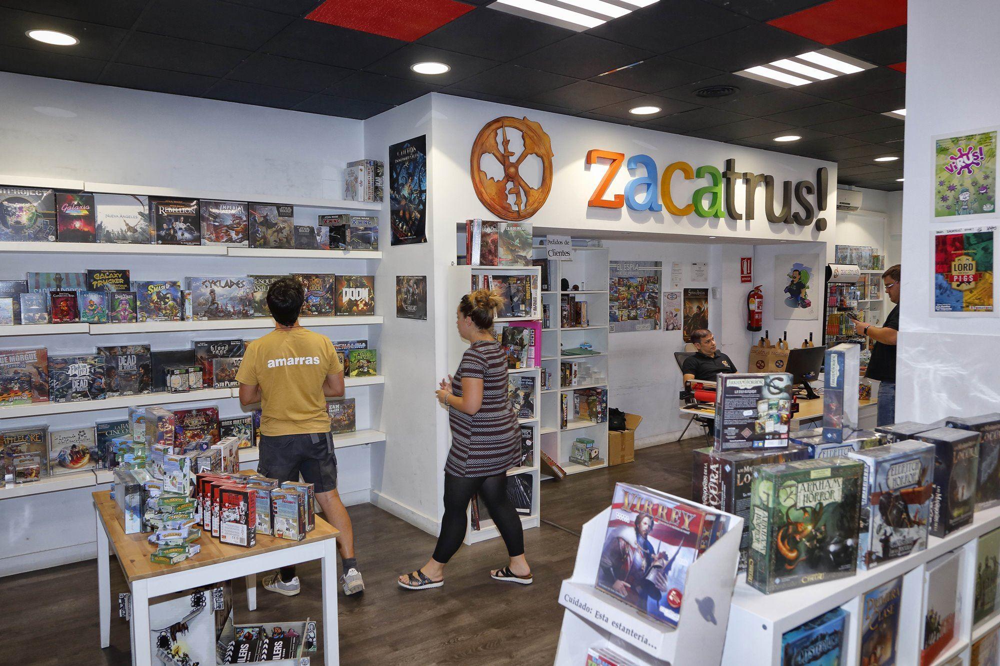 'Zacatrús' comenzó siendo una tienda 'online' y ahora son referente en la venta de juegos de mesa en Madrid.